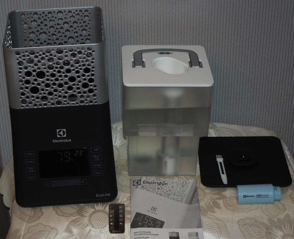 Увлажнитель воздуха Electrolux EHU-3710D в разборе - бак для воды, пульт