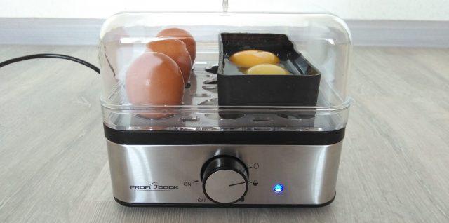 Яйцеварка с дополнительными лотками для яичницы или омлета