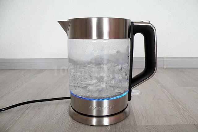 Подсветка у чайников со стеклянной колбой почти всегда синяя
