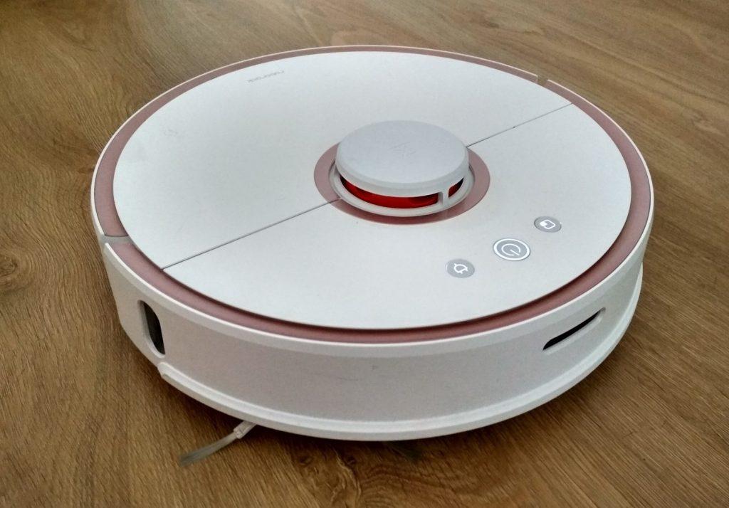 Розовый робот-пылесос Xiaomi Mi Roborock Sweep One s51