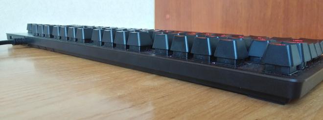 Задняя сторона Logitech G413 Carbon Black USB